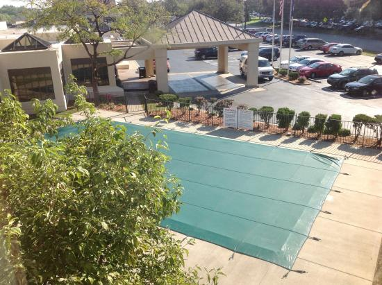 Holiday Inn Express Louisville Airport Expo Center: Piscina fechada, por que?