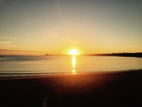 Janes Beach Fales: Sunrise from the beach side fale