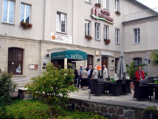 Hotel Uckermark: Zentrale Lage mit Parkplatz und Biergarten
