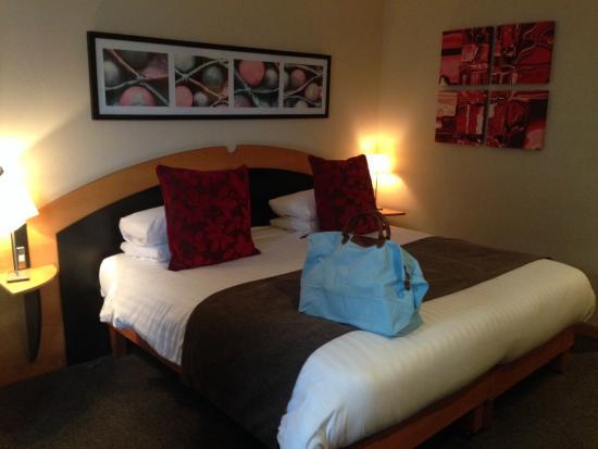 Best Western Atlantic Hotel: King size bed in room