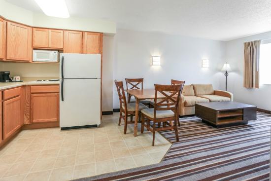 Super 8 Sault Ste. Marie: Kitchen Area Suite