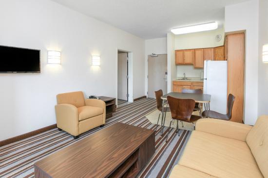 Super 8 Sault Ste. Marie: Living Area Suite