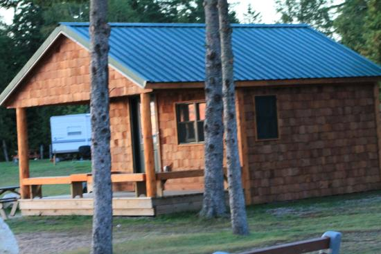 Mackinaw Mill Creek Campground: Lake View Cabins