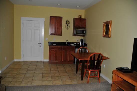 Colonel's Suites : Kitchen