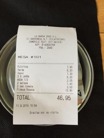 Les Barques: Заказал хлеб (bread) принесли тосты за 3€, соусы вообще никто не просил, их принесли и включили