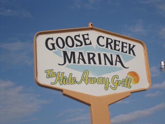 Goose Creek Marina and Hide Away Grill: Welcome sign