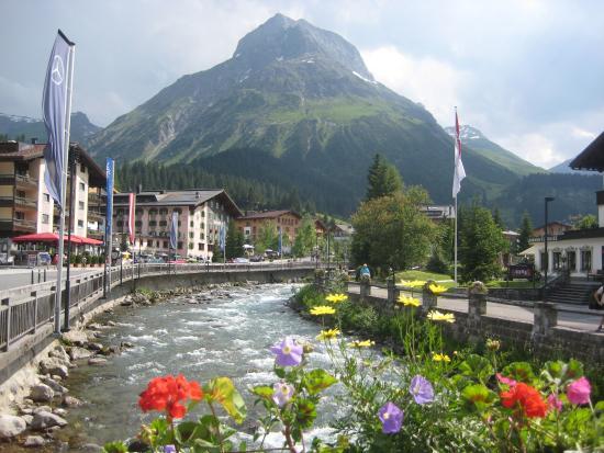 Hotel Austria: View from Main St bridge in Lech