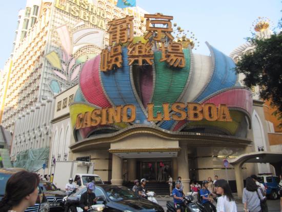 Фото у входа в казино казино i играть на рубли в