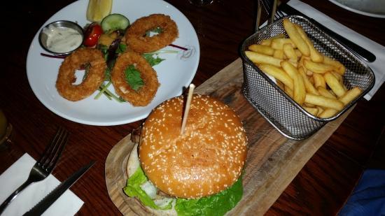 Q Bar and Kitchen: Q Special Burger