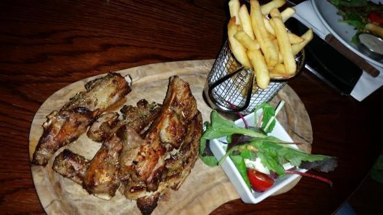 Q Bar and Kitchen: Lamb ribs