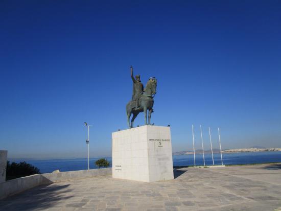 Άγαλμα του Κωνσταντίνου Παλαιολόγος