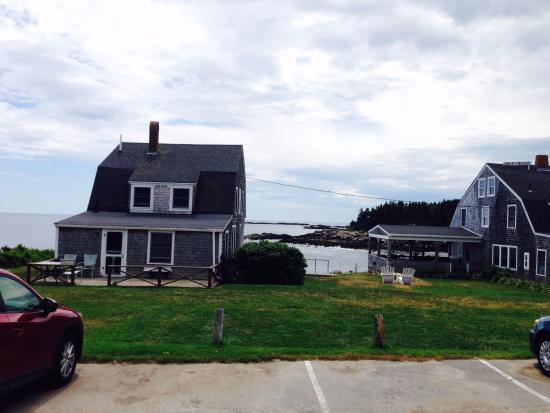 Driftwood Inn and Cottages: SurfSide Cottage on left