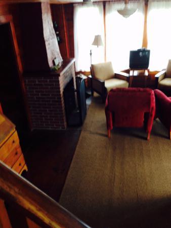 Driftwood Inn and Cottages: SurfSide Living Room