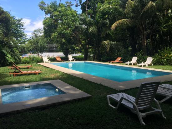 Hotel Nya: Pool area