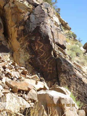 Parowan Gap Petroglyphs: Petroglyph
