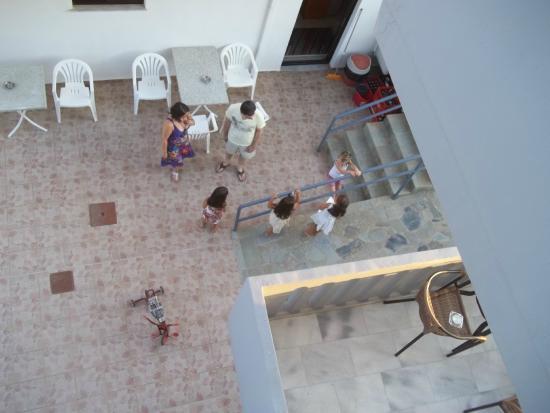Popi Apartments : nipotine che fanno chiasso dalle 8 am fino al tramonto