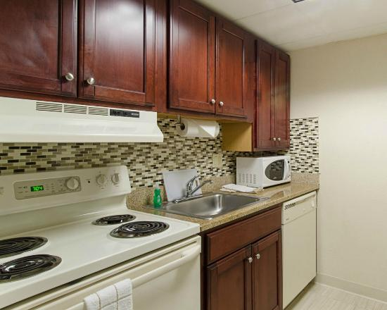 Suburban Extended Stay Hotel: Suite Kitchen