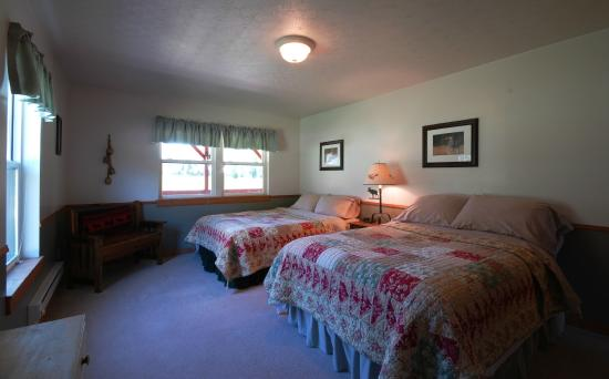 Clinton, MT: Golden Stone downstairs Queen / Full Bedroom
