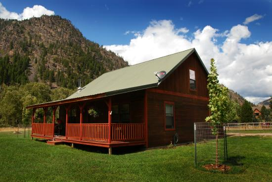 Clinton, MT: Exterior of Golden Stone Cabin