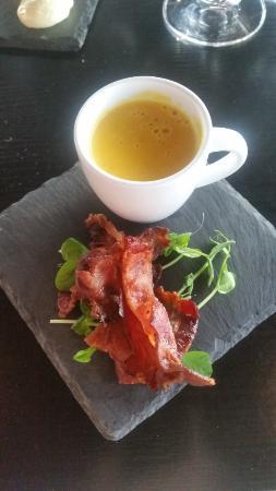 Top Floor Bar & Restaurant: Forrett 1: gulrotsuppe og bacon
