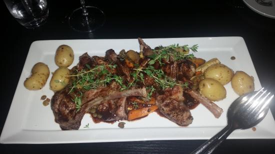 Top Floor Bar & Restaurant: Hovedrett 2: lammecarre med poteter, rotgrønnsaker og rødvinsaus