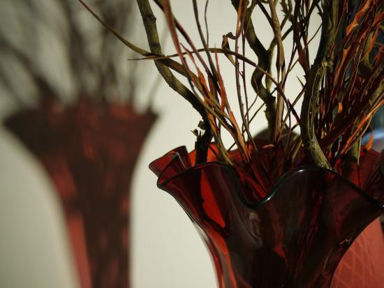 Relais Cattedrale: vaso vetro rosso nella hall