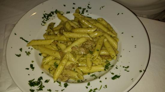 Patralis Psarotaverna: Pâtes au thon et pesto