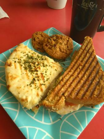 Kaukauna, WI: Pumpkin latte with a cream leaf Coffee house classic & cordon blue panini press