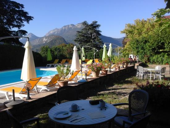Piscine picture of hotel du lac talloires tripadvisor for Piscine du lac tours