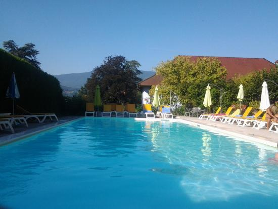 Piscine picture of hotel du lac talloires tripadvisor for Piscine du lac