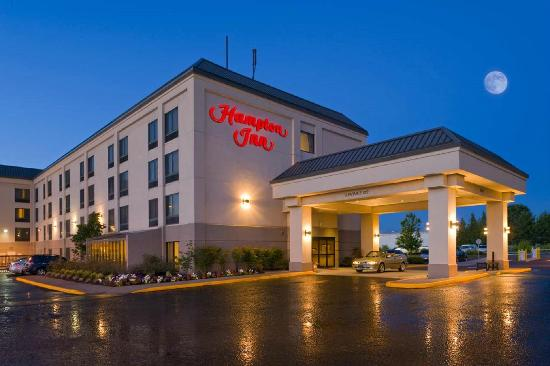 Hampton Inn Portland-Airport: Enjoy complimentary 24-hour airport shuttle service.