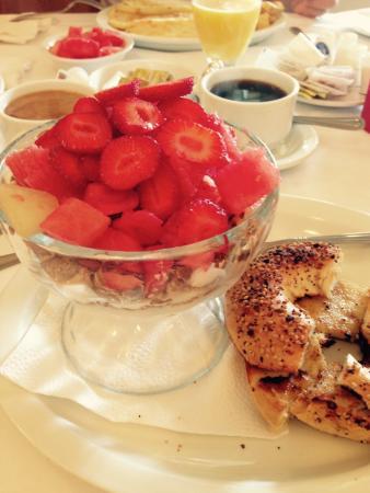 A la Claire Fontaine de Beebe: Breakfast. Yummy!