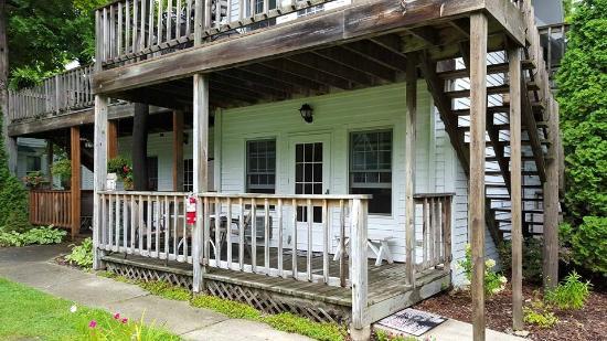 Cedar Court Inn: Deck