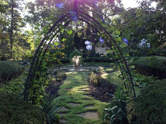 Lily Pond With Morning Glory Archway Picture Of Vintage Gardens Bed Breakfast Newark Tripadvisor