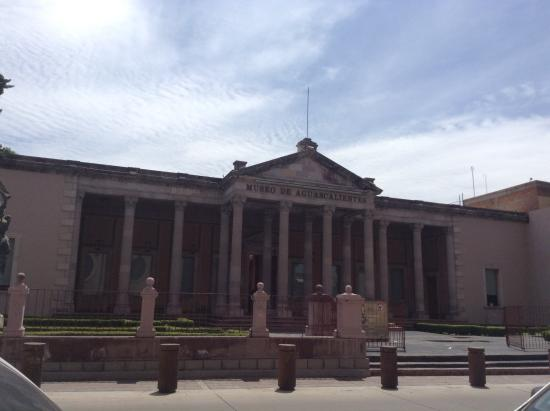 Museo de Aguascalientes: museo por fuera