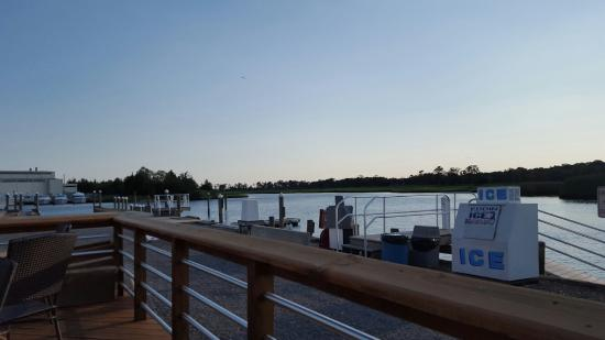 New Gretna, NJ : Breezes Bar and Grill On the Bass River