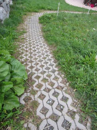 St. Niklaus, Suíça: The uneven path