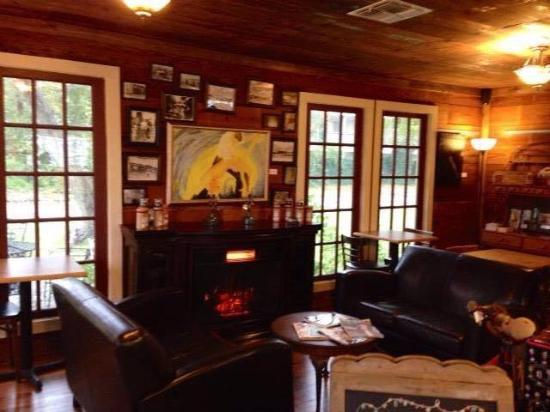 Sycamore Grounds Coffee House: Cozy lounge inside