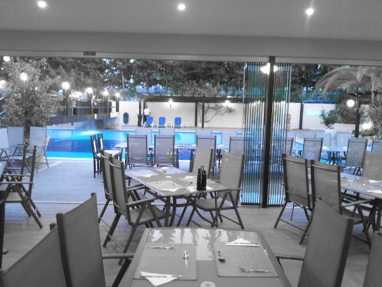 Balaia Mar Hotel : A tavola con vista piscina