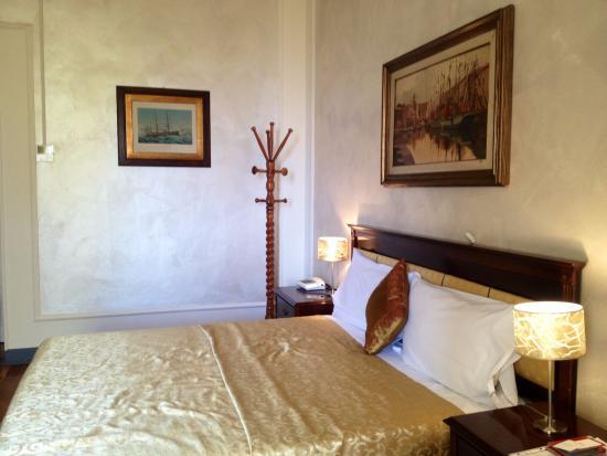Chambre 115 - Picture of Grand Hotel Des Anglais, Sanremo ...