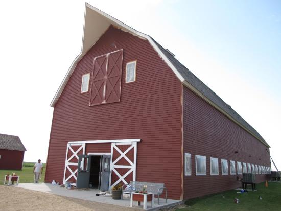 Mooreton, ND: Mule Barn