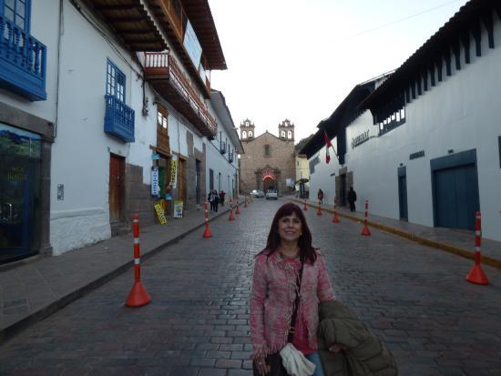 Plaza de las Nazarenas: Caminando por la calle que conduce a la Plaza