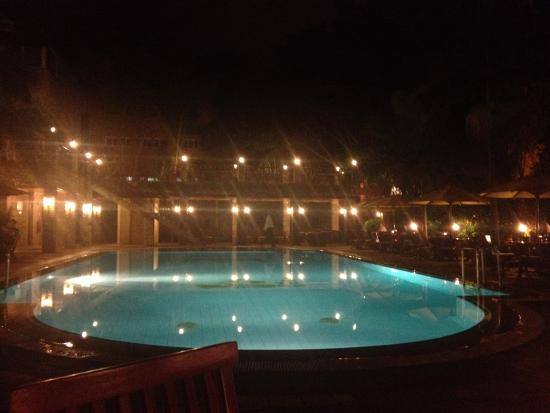 Town Lodge Upper Hill Nairobi: Pool by night