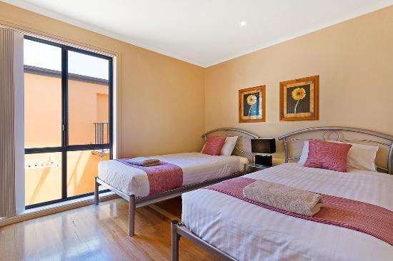 Snug Cove Villas: 2nd bedroom