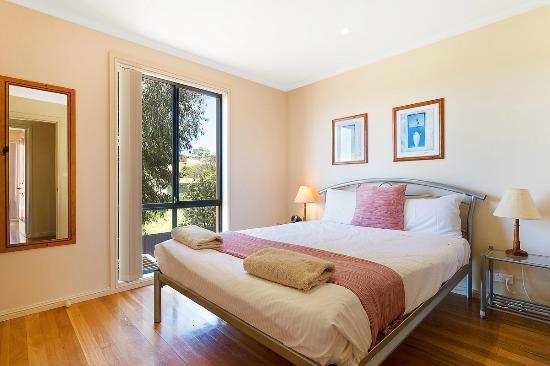 Snug Cove Villas: Master bedroom