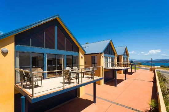 Snug Cove Villas: Facade