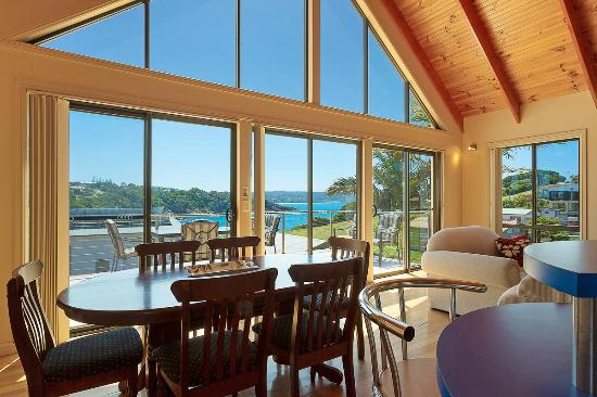 Snug Cove Villas: Windows