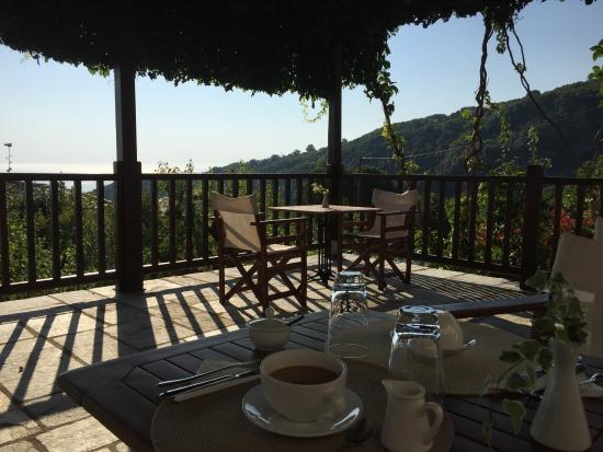 Adis Oneirou Hostel: A breakfast that is NOT to be missed