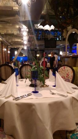 Da Vinci Fish Club: Стол
