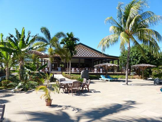 Amoa Resort: Large tiled yard for bare feet